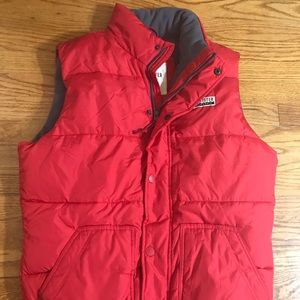 Red hollister large puffer jacket AA14